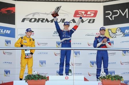 4716-podio-4